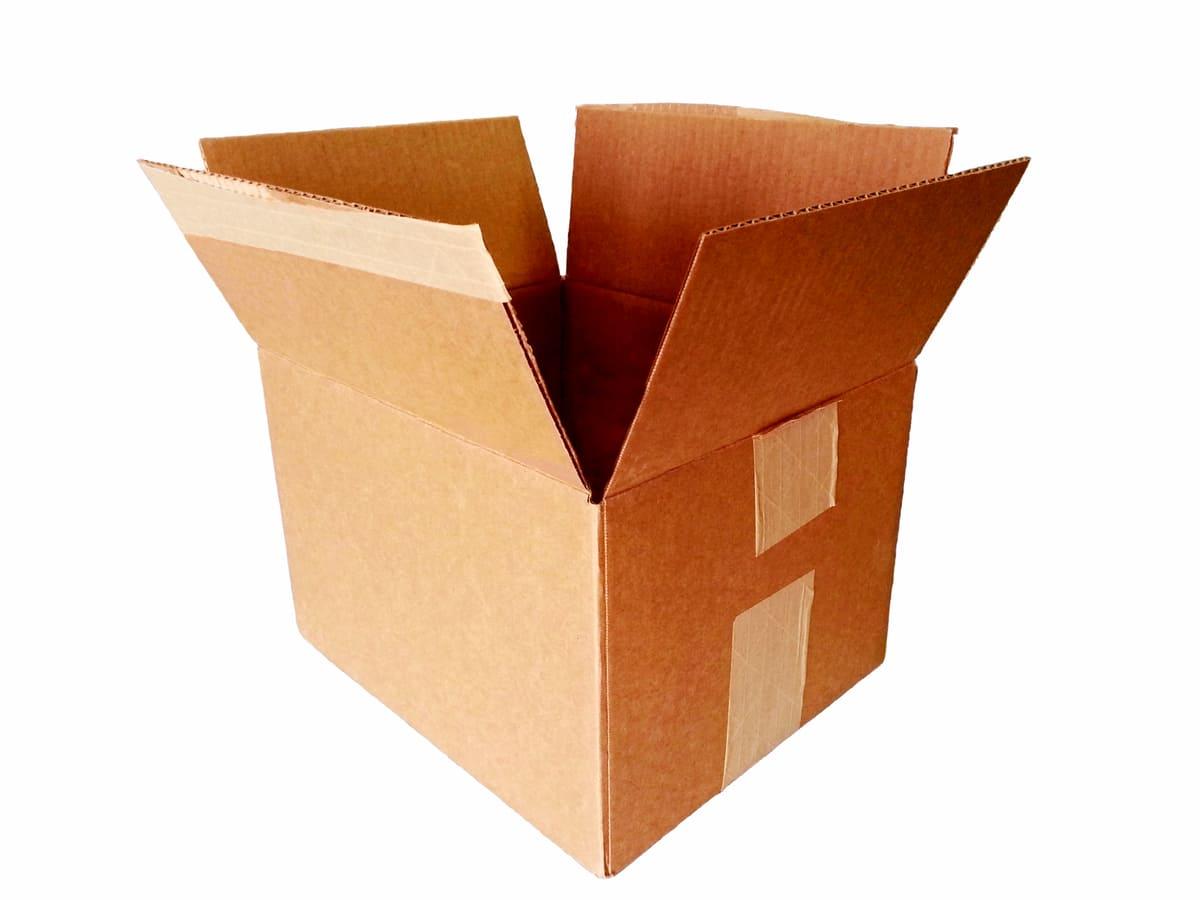 cartons de déménagement ouvert